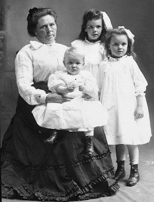 Belle Gunness and her three children